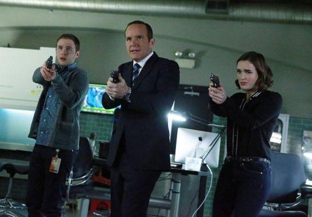 Saison 2 – Episode 2×21 et 2×22 – S.O.S. – Season Finale – vos réactions !