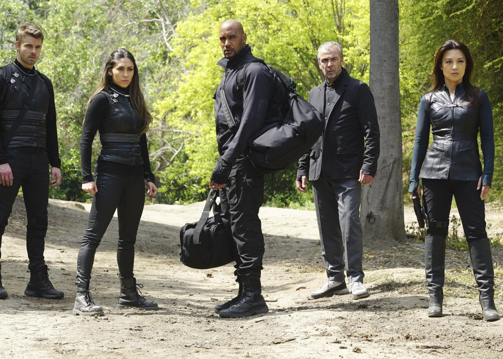 Shield 3x21 - 3x22 lincoln Mack Elena May doc