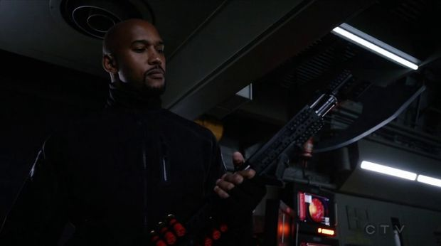 agents of shield mack hache fusil
